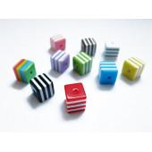 10 bunt gestreifte Würfel Acryl Perlen 8x8mm im bunten Perlenmix - Acryl Schmuckzubehör