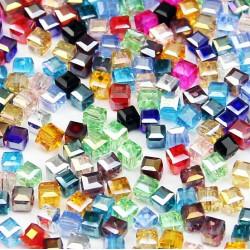 50x bunte 6x6mm Kristallglas Würfelperlen mit geschliffener Kante bunter Perlenmix mit Glanz Cube Perlen - Schmuckzubehör