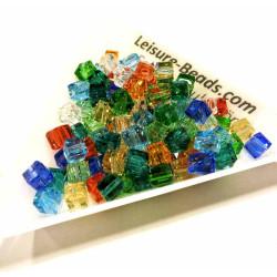100x bunte 4x4mm Kristallglas Würfelperlen mit geschliffener Kante bunter Perlenmix - Schmuckzubehör