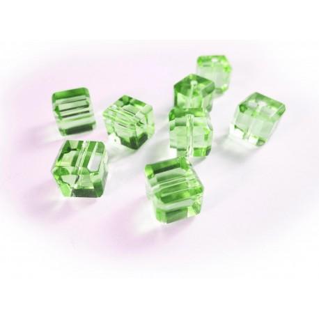 8x hellgrüne (2) Kristallglas Würfel Perlen mit geschliffener Kante 10x10mm - Glasschmuck Schmuckzubehör